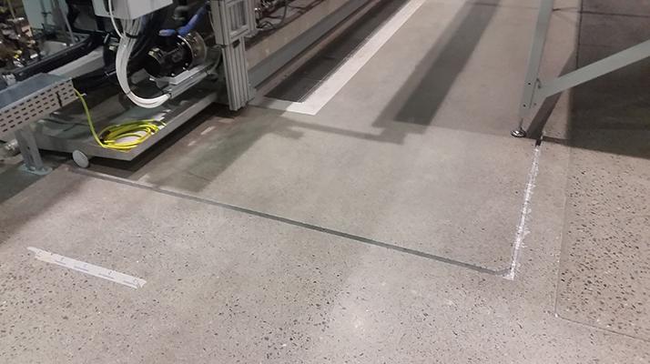 Diamanten Håltagning AB erbjuder tjänster inom golvslipning. Bortslipning av mattlim eller göra slitna betonggolv som nya! Tekniken, som kallas superfloor, innebär att vi slipar ned betongen till en slitstark, polerad yta. Slipp flerskiktsgolv och minimera kostnaden med en hållbar och miljövänlig teknik.