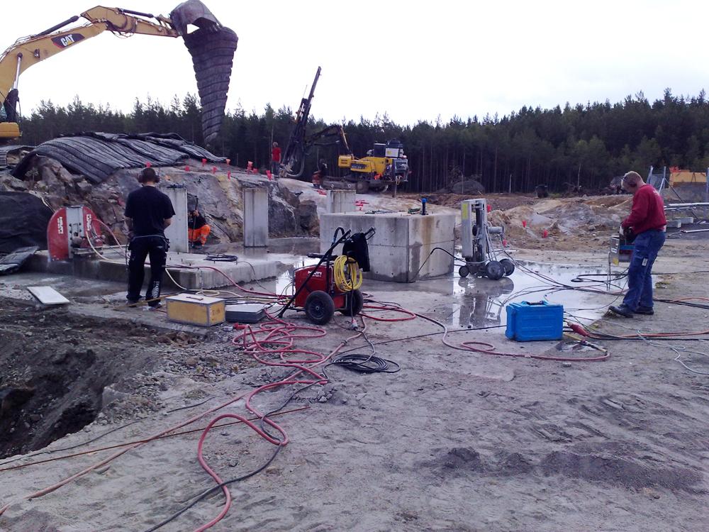 Diamanten Håltagning AB erbjuder kompletta tjänster inom rivning, håltagning, asbestsanering, golvslipning, kolfiberförstärkning med mera.