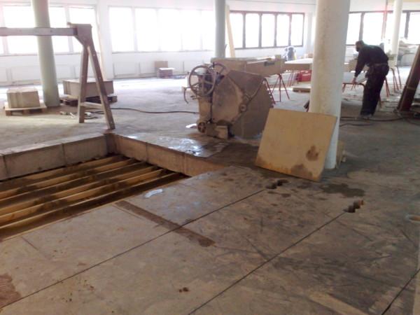 FÖRE - Sågning av bjälklagsöppning för ny rulltrappa på Gina Tricot i Linköping